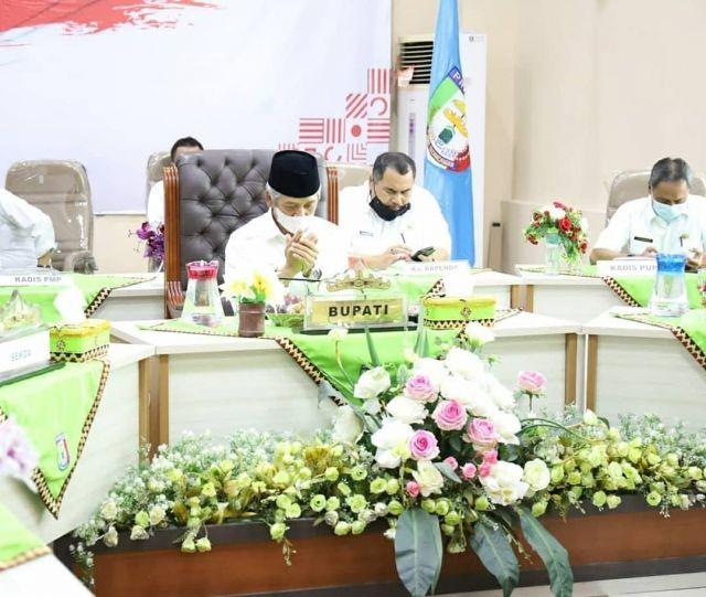 BUPATI PRINGSEWU HADIRI ENTRY MEETING PEMERIKSAAN LKPD MELALUI VIDEO CONFERENCE.